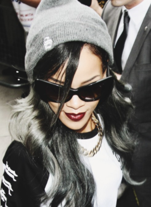 2014 Rihanna Hairstyles: Trendy hair color 2014