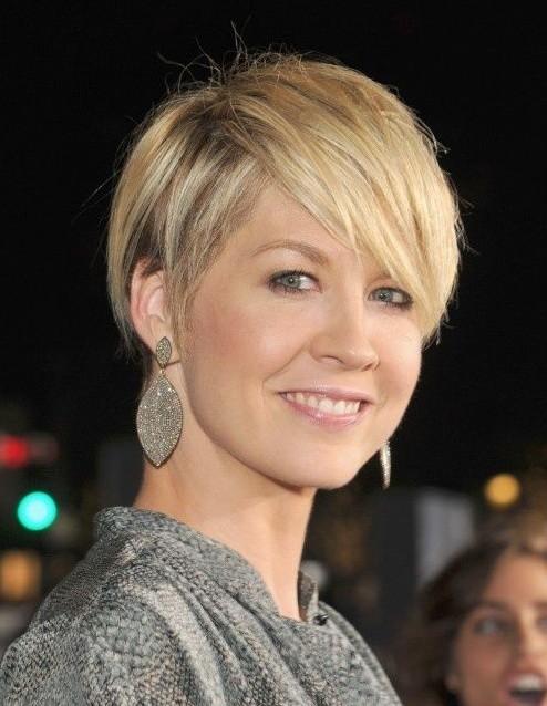 2014 Short Haircuts for Women: Blonde Straight Pixie Cut