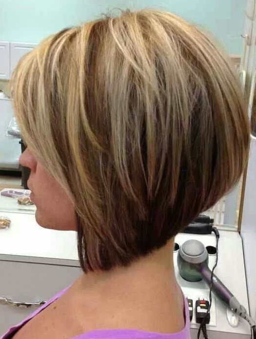 Short Hairstyles for Round Faces: A-line Bob Haircut / Source