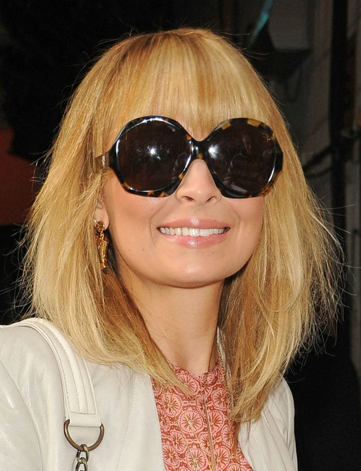 Nicole Richie Hairstyles: Blonde Medium Haircut for Women