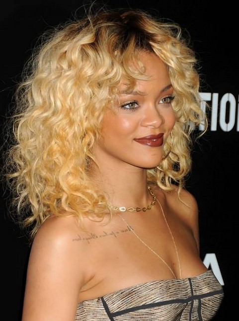 Rihanna Hairstyles: Curly Hairstyle for Everyday