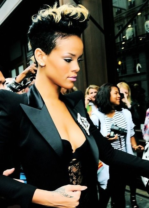 Rihanna Short Hairstyles: Black Hair with Blonde Highlights