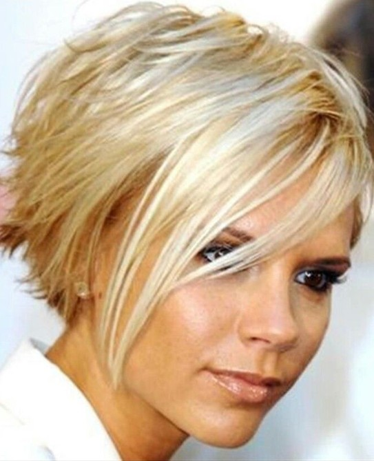 15 Chic Short Haircuts: Blonde Short Straight Hair
