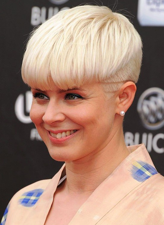 15 Chic Short Haircuts: Light Blonde Pixie