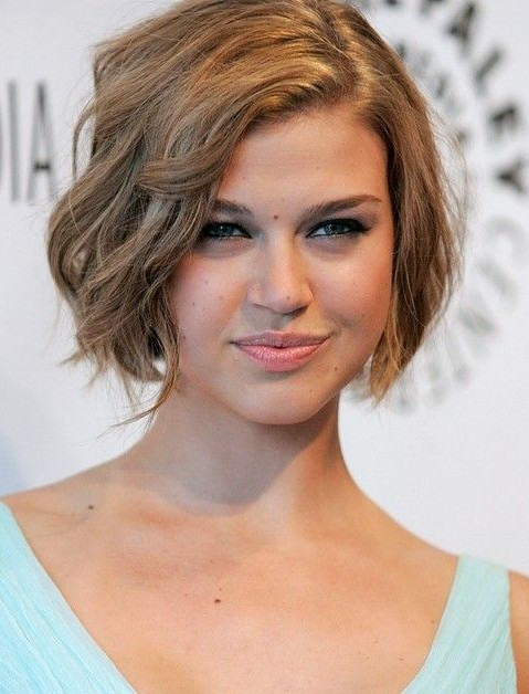 15 Chic Short Haircuts: Wavy Bob