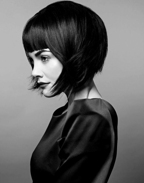 30 Short Hairstyles for Winter: Bob Haircut with Blunt Bangs