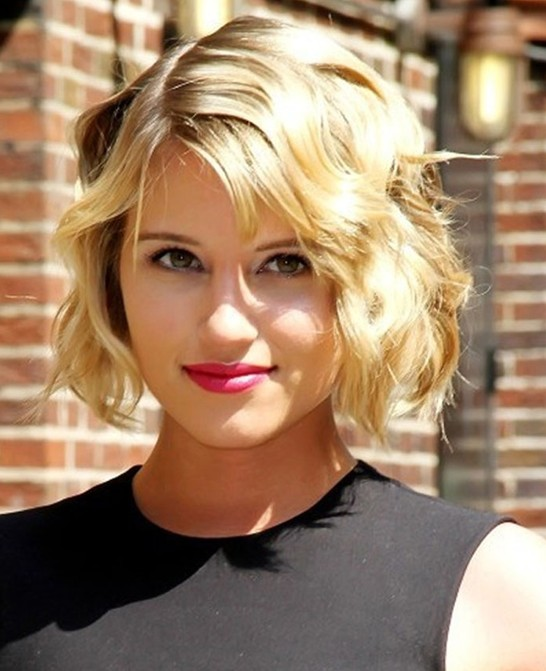 Short Wavy Haircuts for Women: Blonde Fine Hair
