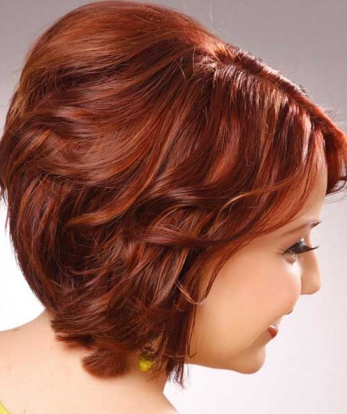 Short Wavy Haircuts for Women: Cute Red Hairstyle