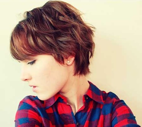 Short Wavy Haircuts for Women: Layered Pixie Hairstyle