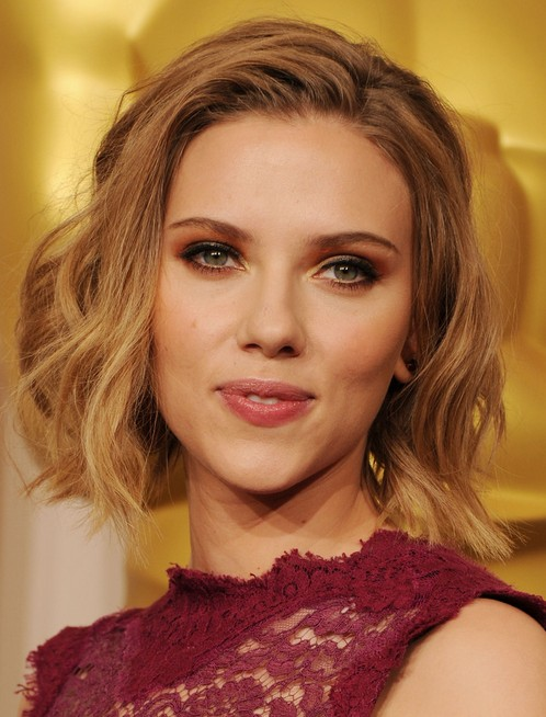 Short Wavy Haircuts for Women: Scarlett Johansson Hairstyle
