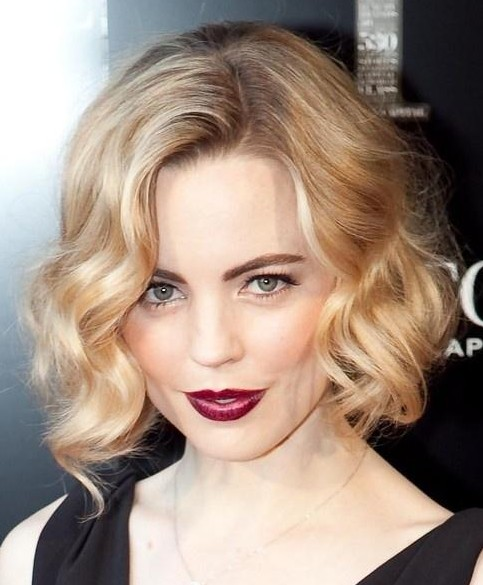 Short Wavy Haircuts for Women: Soft Blonde Hairstyle