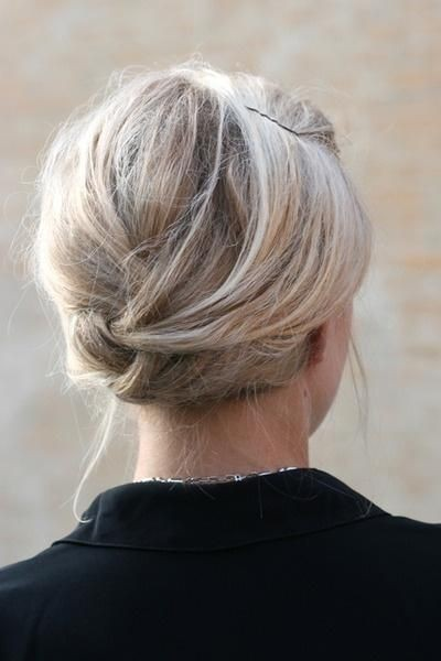 18 Simple Office Hairstyles for Women: Bun Updos