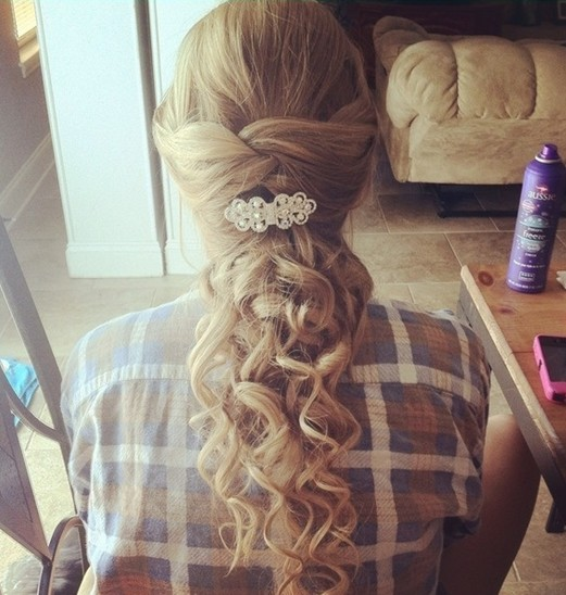 Hairstyles For Long Hair Cute : Prom Hairstyles for Long Hair: Cute Curly Hairstyle / Via