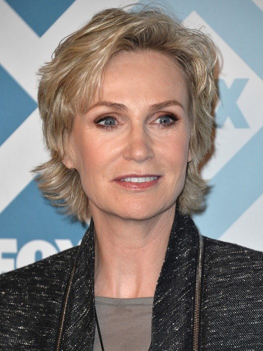 best haircuts for older ladies 25 easy hairstyles for popular haircuts 2765 | Best Short Haircuts for Older Women Jane Lynch Layered Hair Style