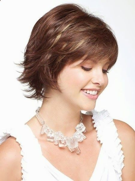 Short Hairstyles for Thin Hair: Women Over 30-40 / Via