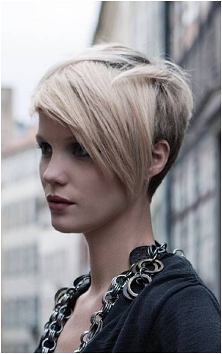 Adorable Pixie Haircut: Short Hairstyles for Side Long Bangs / Via