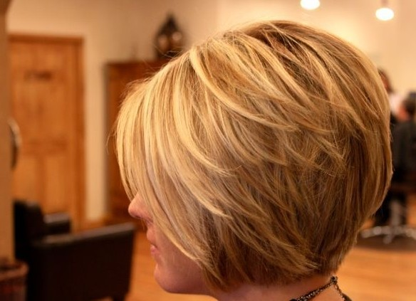 Blonde Layered Bob Haircut for Short Hair: Work Hairstyles for Women