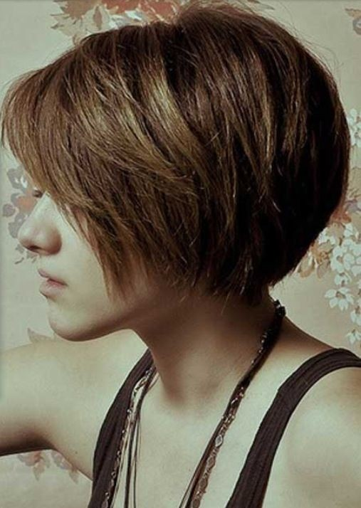 Bob Haircut for Thick Straight Hair: Summer Hairstyles / Via