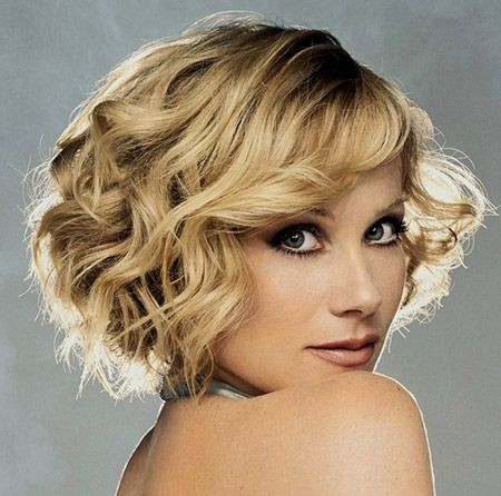 Layered Curly Hairstyles for Blonde Short Hair / Via
