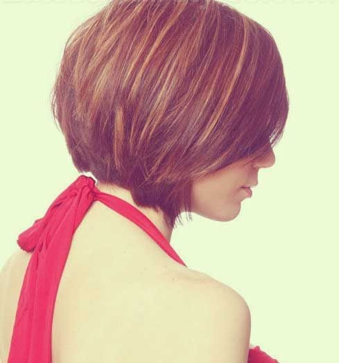 Tapered Bob Hairstyle Side View / Via