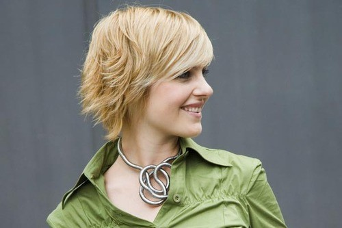 Trendy Layered Short Hairstyles for Fall: Side View