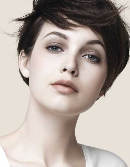 Chic Short Hair Style for Summer