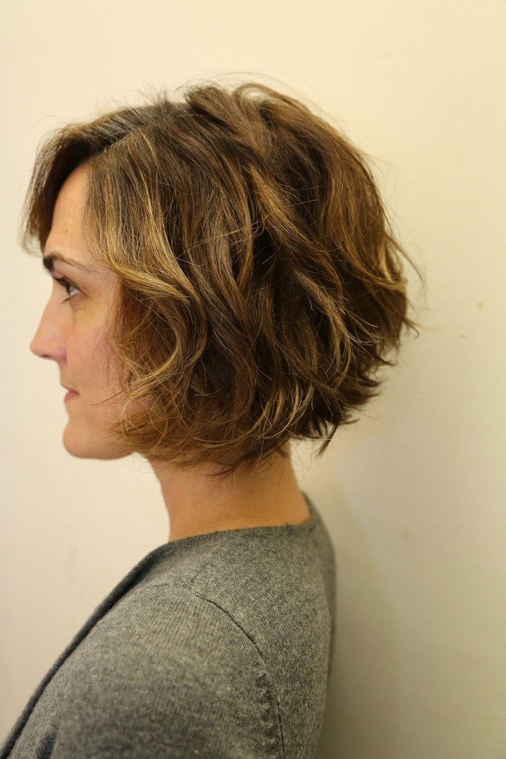 12 Stylish Bob Hairstyles For Wavy Hair Popular Haircuts