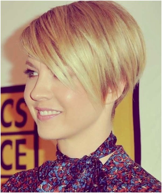 Cute Blonde Pixie Haircut with Side Bangs: Women Hairstyles for Short Hair