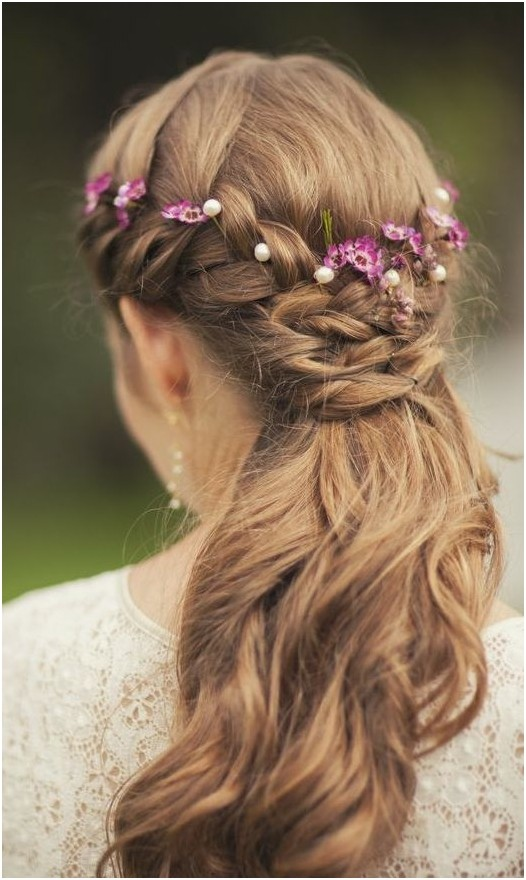 Half Up Half Down Hairstyles: Half Up Braid for Wedding / Via