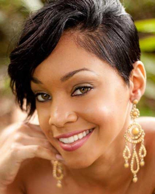 Stylish Short Hairstyles for African American Women / Via