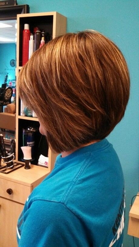 Best Stacked Bob: Short Haircuts for Fall & Winter / Pinterest