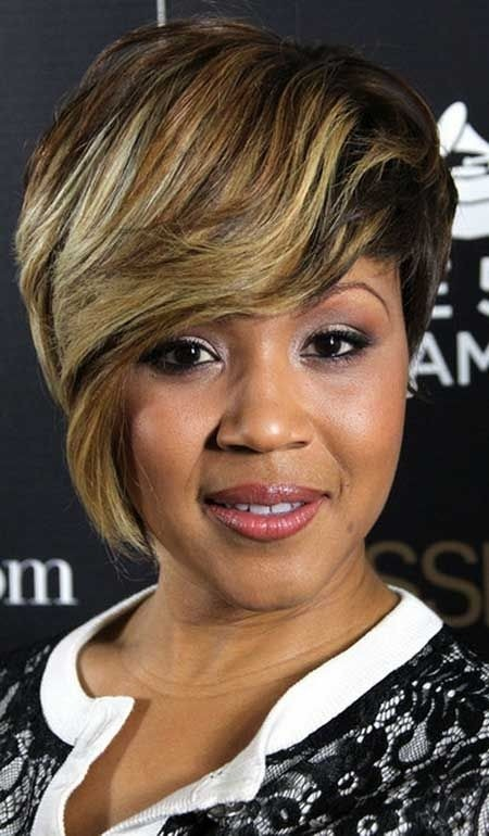 Black Women Hairstyles: Short Hair with Side Long Bangs