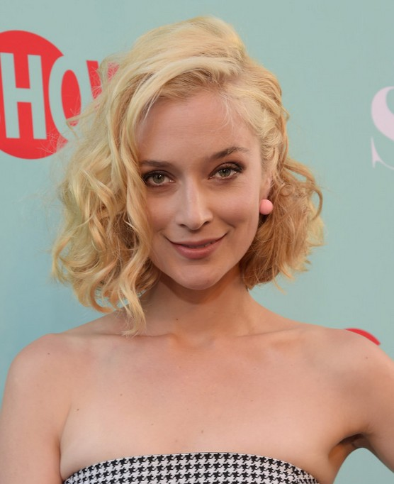 Caitlin Fitzgerald Short Curly Hairstyle: Short Haircuts for Fall, Winter