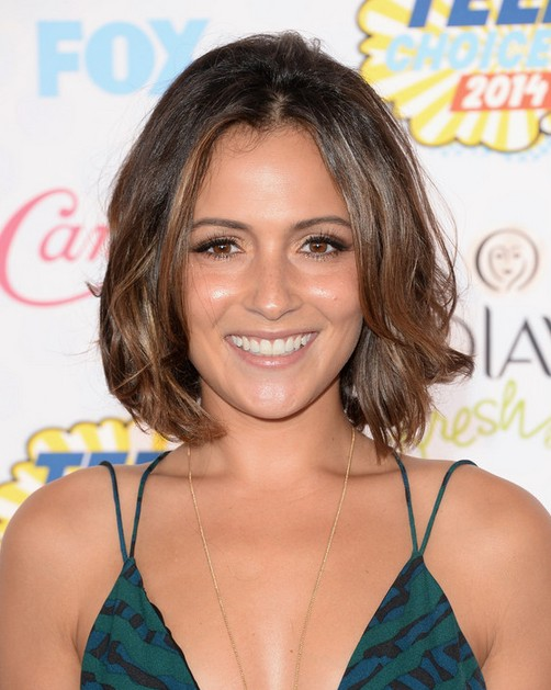 Celebrity Hairstyles: Italia Ricci Short Brown Wavy Hair