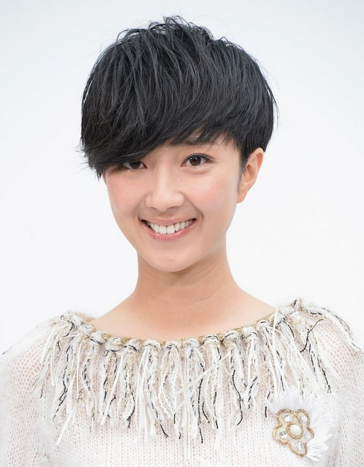 Celebrity Short Hair Styles: Kwai Lun-mei Short Haircut with Side Long Bangs