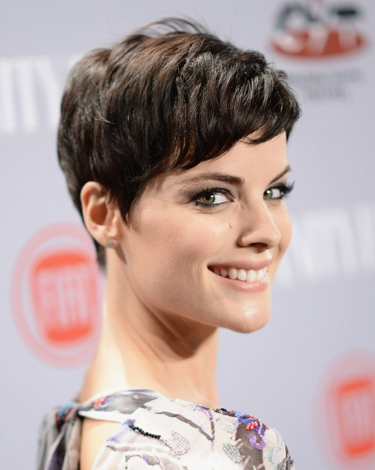 Celebrity Short Hairstyles: Jaimie Alexander Pixie Haircut with Side Bangs