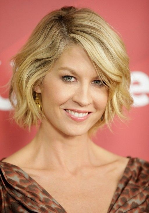 Chic Wavy Bob Haircut for Short Hair: Jenna Elfman Hairstyle