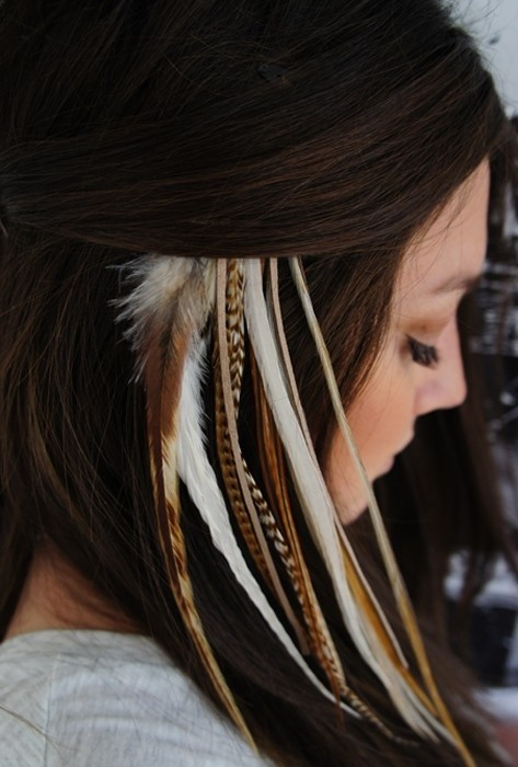 Feather Hair Extensions: Cute Hairstyles