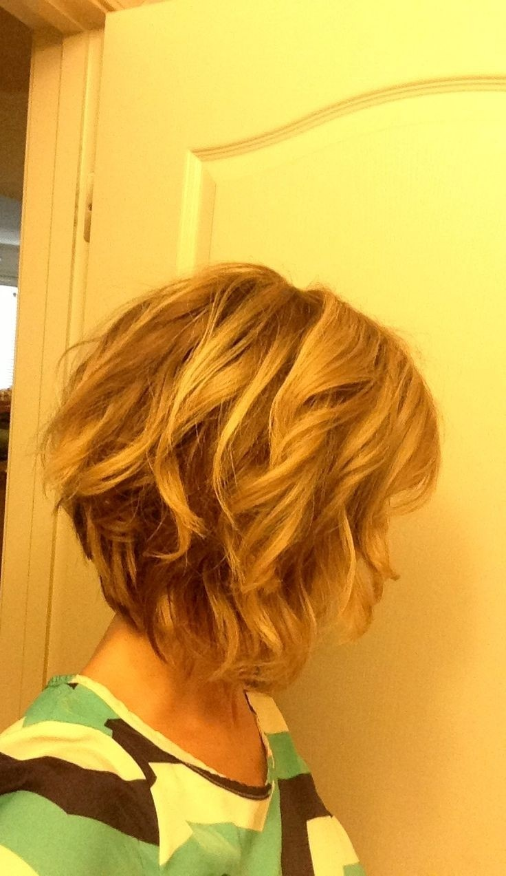 Inverted Messy Wavy Bob Haircut