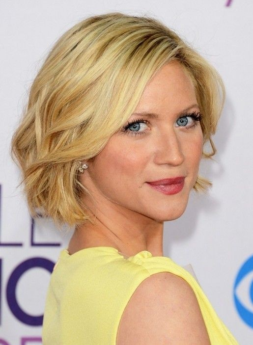 Layered wavy bob short hairstyle for heart face shape via