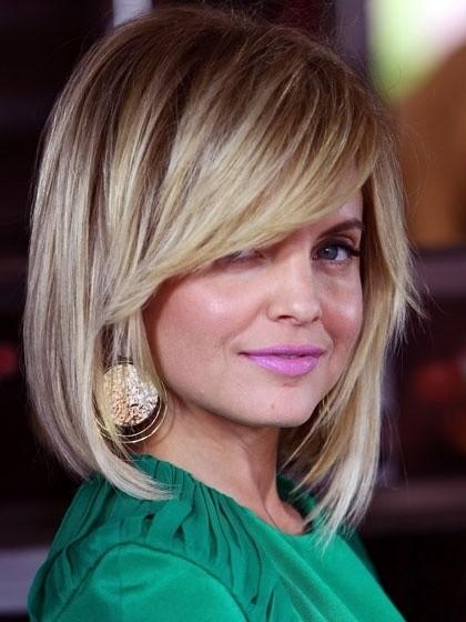 12 Pretty Layered Hairstyles for Medium Hair - PoPular Haircuts