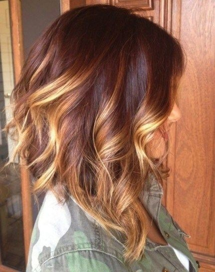 Medium Layered Wavy Hairstyles: Brown Hair with Blond Highlights / Via