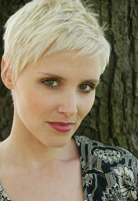 Pixie Haircut with Asymmetric Bangs: Women Short Hairstyles / Via