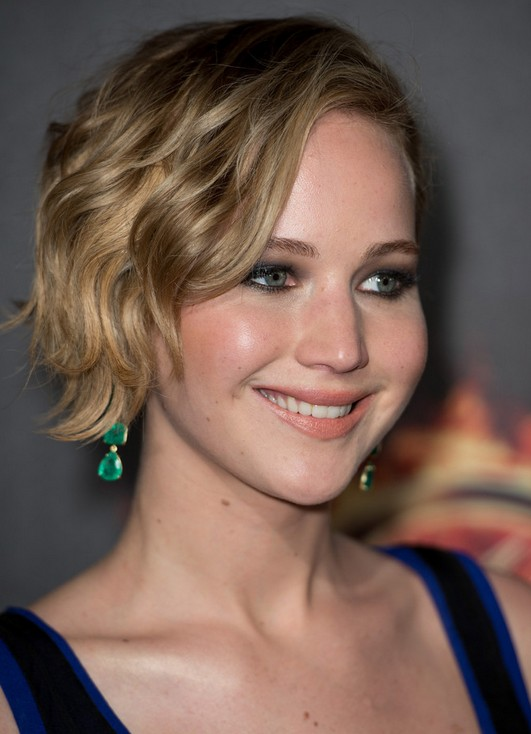 Short Celebrity Hairstyles: Jennifer Lawrence Short Wavy Haircut