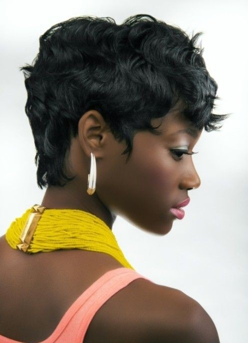 Summer Hairstyles for Black Women: Short Wavy Hair