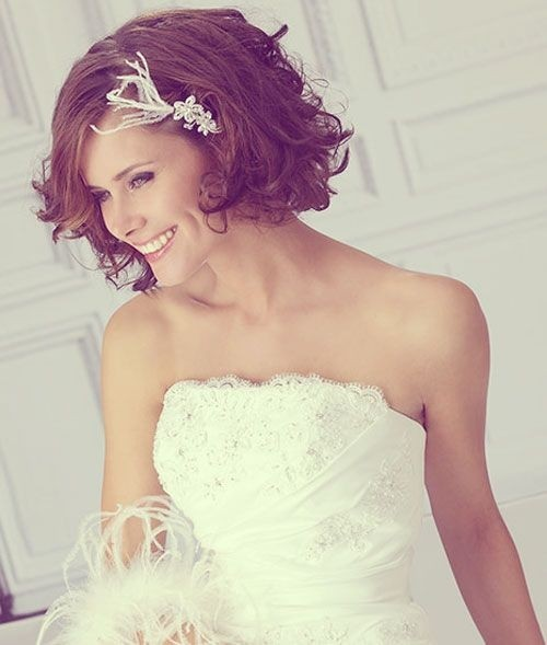 Bridesmaid Short Hairstyles: Messy Curly Hair
