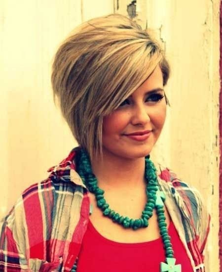 Hairstyles for Round Faces: Short Layered Haircut