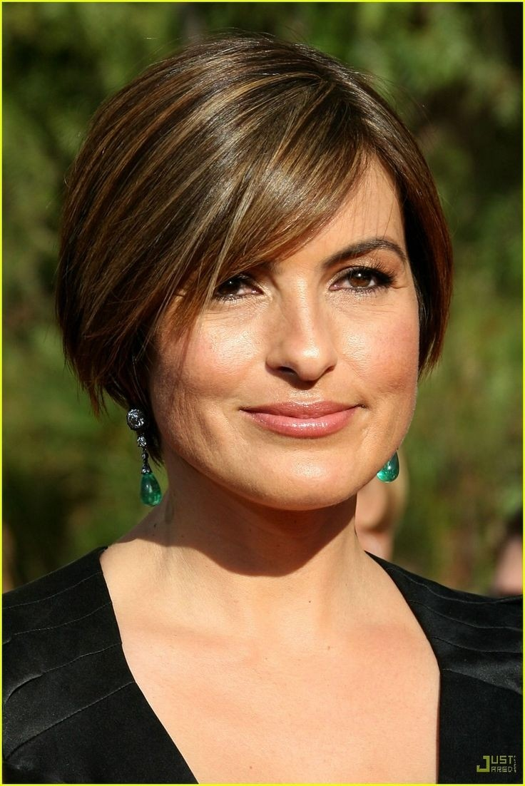 Mariska Hargitay Short Haircut Hairstyles For Round Faces