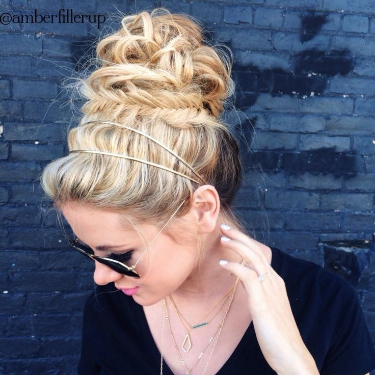Messy Yet Interesting Bun Updos: Braid Hairstyle