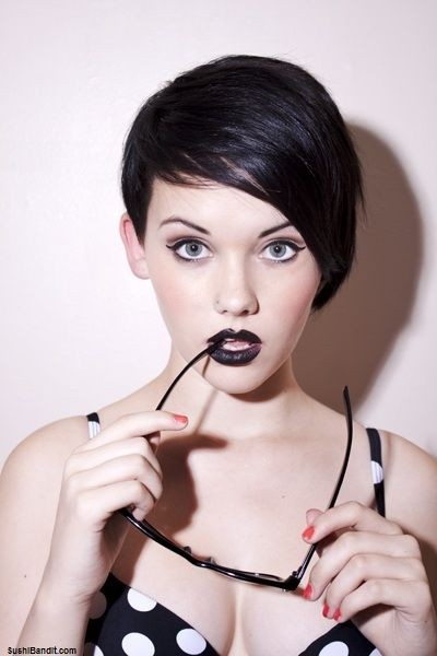 Short Asymmetry Hairstyle: Women Hairstyles for Long Face